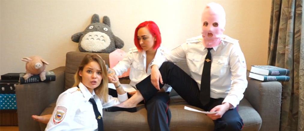 Οι Pussy Riot αφιερώνουν την εισβολή τους στον τελικό του Μουντιάλ (βίντεο)