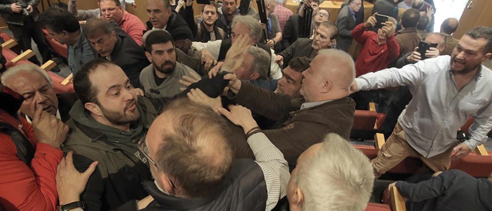 ΓΣΕΕ: έπεσε ξύλο στη συνεδρίαση της Ολομέλειας! (βίντεο)