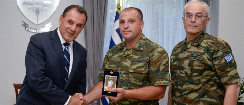 Ο Παναγιωτόπουλος βράβευσε τον λοχία που έσωσε πολίτη στη Ξάνθη (εικόνες)