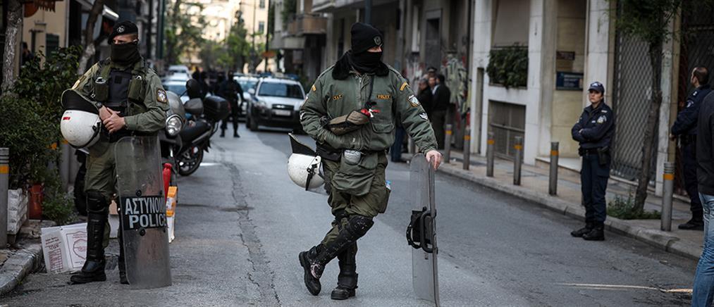 Αντιεξουσιαστές έκαναν ανα-κατάληψη σε κτήριο που είχε εκκενώσει η Αστυνομία