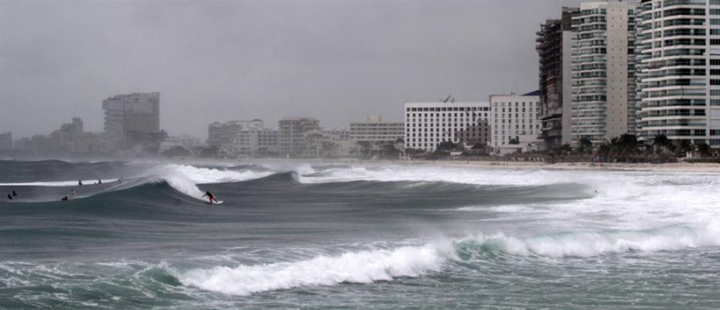 """Ο κυκλώνας """"Μάικλ"""" σαρώνει την Κούβα (βίντεο)"""
