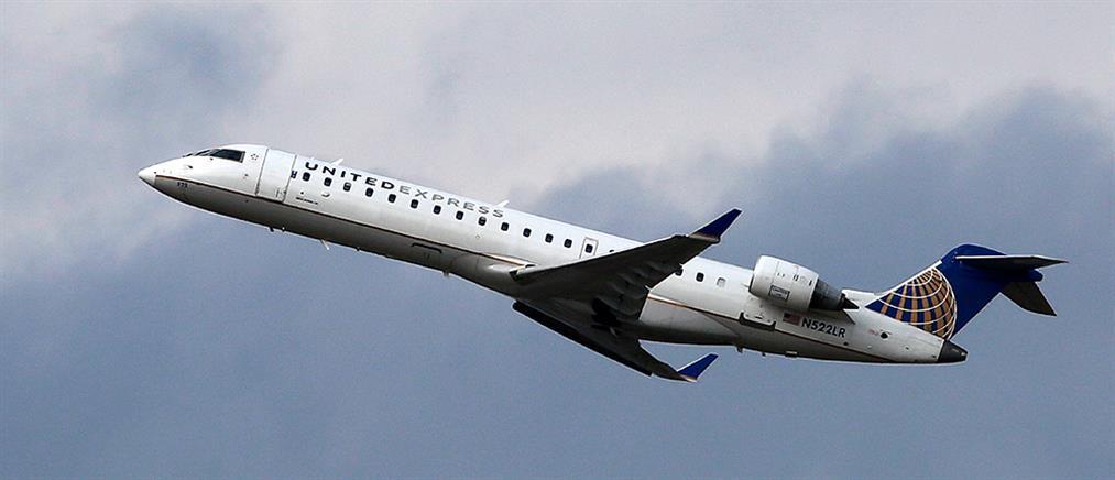 Αεροπορική εταιρία απαγόρευσε σε έφηβες να ταξιδέψουν λόγω… κολάν!
