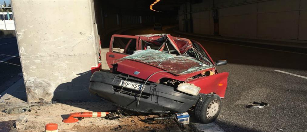 Νεκρή οδηγός από πρόσκρουση ΙΧ σε τοίχο σήραγγας στην Αττική οδό (φωτο)