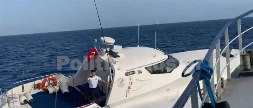 Βίντεο - ντοκουμέντο: Τουρκικό σκάφος προκαλεί Έλληνες ψαράδες και Frontex στις Οινούσσες