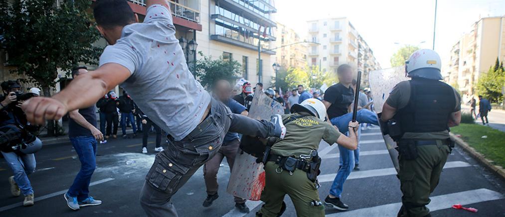 """Αναγνωρίστηκε ο """"καρατέκα"""" που κλωτσά αστυνομικό στη διαδήλωση του ΠΑΜΕ"""