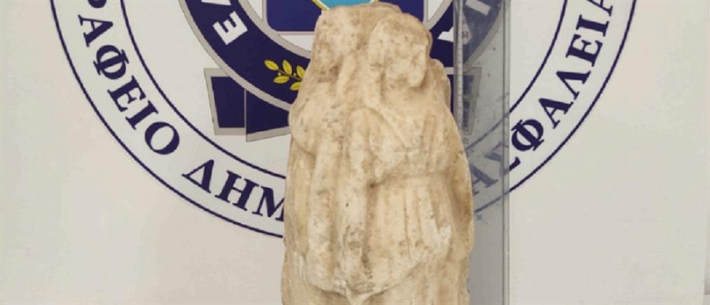 Θεσσαλονίκη: επιχείρησαν να πουλήσουν αρχαίο αγαλματίδιο (εικόνες)