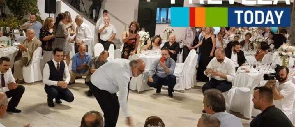 Το ζεϊμπέκικο του Κουρουμπλή σε γάμο (βίντεο)