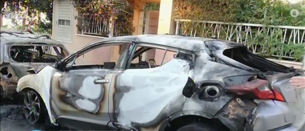 Χειροπέδες για μπαράζ εμπρησμών σε αυτοκίνητα