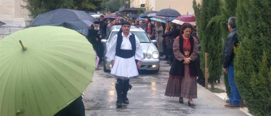 Θρήνος στην κηδεία των θυμάτων της τραγωδίας στην Καλαμάτα (βίντεο)