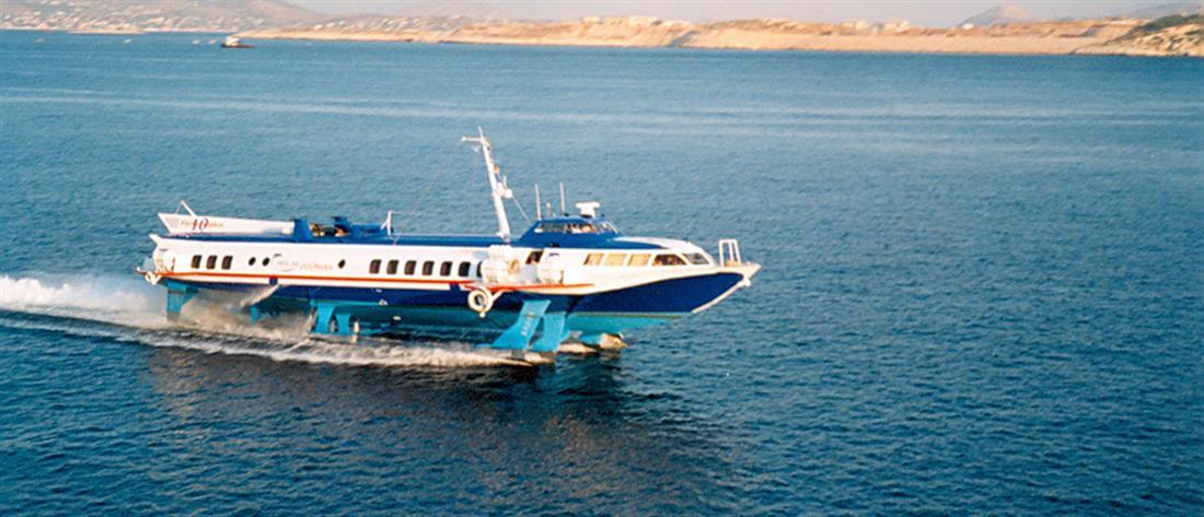 """Ταλαιπωρία επιβατών μετά από μηχανική βλάβη σε """"δελφίνι"""""""