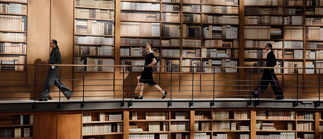 Επίδειξη μόδας σε βιβλιοθήκη! (βίντεο)