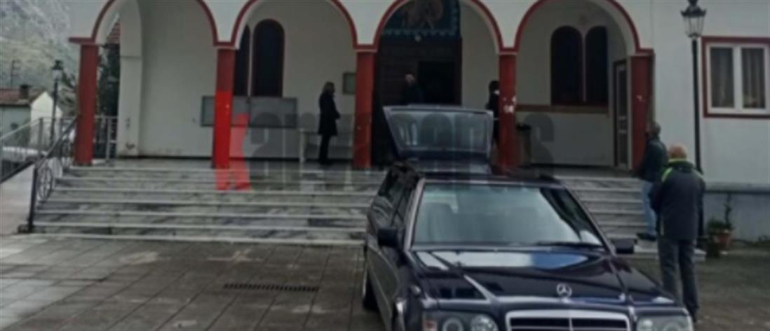 Έγκλημα στο Χαλκιόπουλο: Ανείπωτη θλίψη στην κηδεία του 91χρονου (εικόνες)