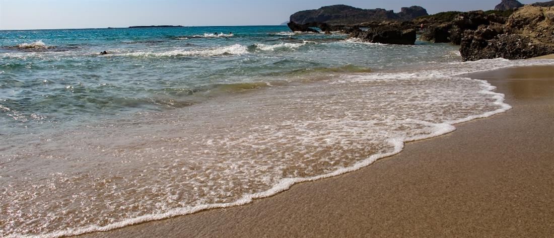 """""""Γαλάζια Σημαία"""": Στο """"Visit Greece App"""" οι βραβευμένες ελληνικές παραλίες"""