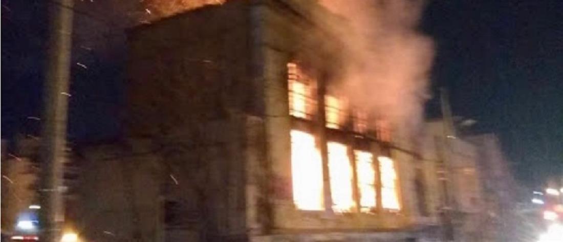 Νεκρό παιδί από φωτιά σε κτίριο στον Πειραιά