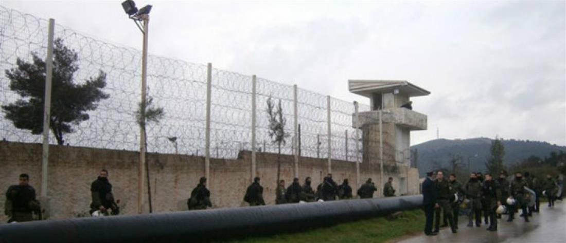 Τραυματίες σωφρονιστικοί από επίθεση κρατούμενου