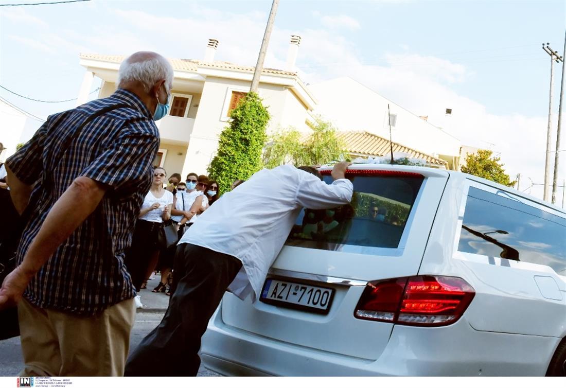 Βέλο Κορινθίας - Γαρυφαλλιά - Κηδεία