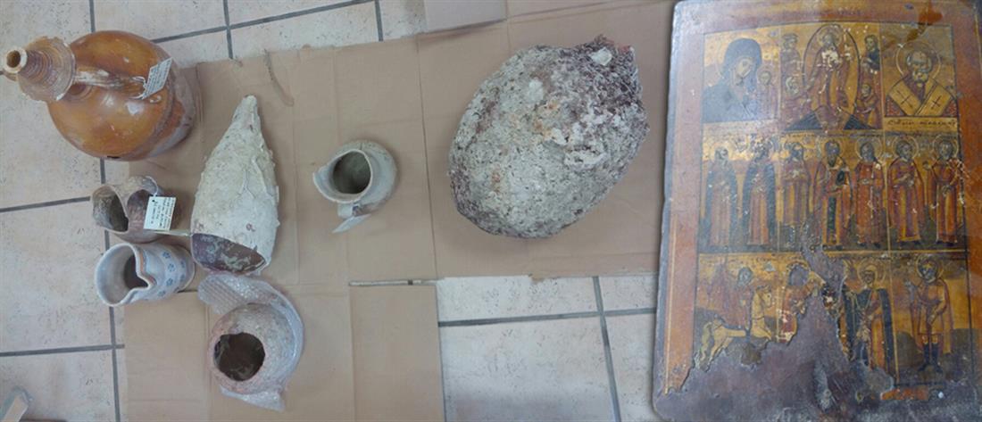 """Είχαν ολόκληρα """"αρχαιολογικά μουσεία"""" στα σπίτια τους (φωτο)"""