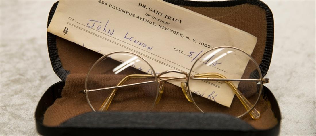 Δημοπρατήθηκαν γυαλιά του Τζον Λένον (εικόνες)