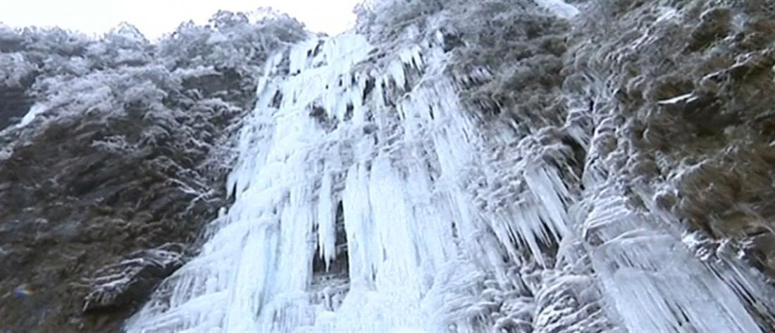 """""""Μαγνητίζουν"""" οι παγωμένοι καταρράκτες (βίντεο)"""