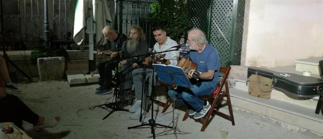 Ο Ψαραντώνης τραγουδάει ρεμπέτικα (βίντεο)
