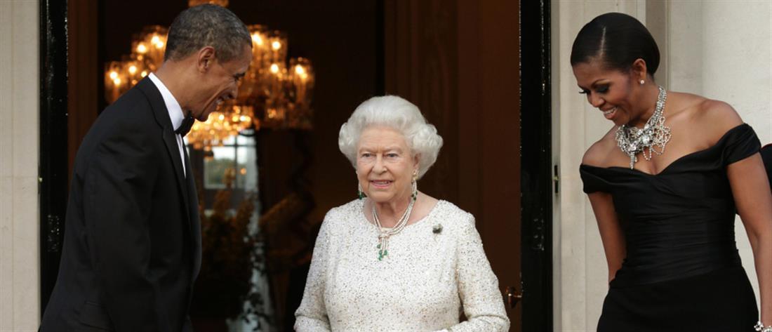 Όταν η Μισέλ Ομπάμα έσπασε το πρωτόκολλο και... αγκάλιασε την Βασίλισσα Ελισάβετ