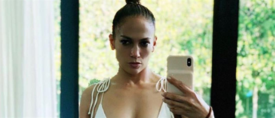 """Τζένιφερ Λόπεζ: Με """"καυτό"""" μπικίνι μπροστά στον καθρέφτη (εικόνα)"""