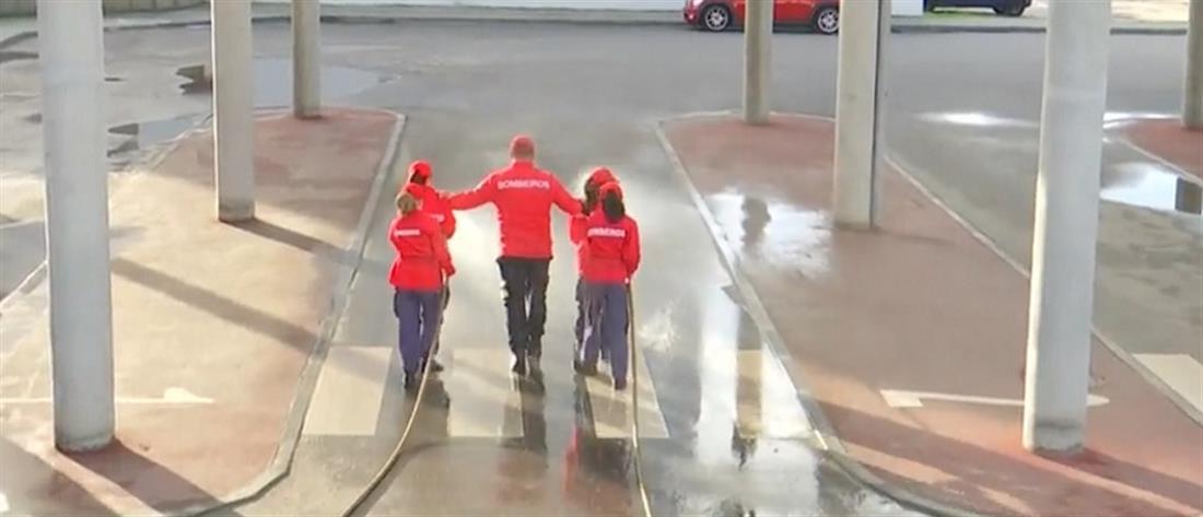Μαθήματα… πυροσβεστικής σε ανήλικους (βίντεο)