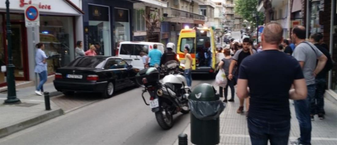 Γυναίκα έπεσε από το μπαλκόνι και κατέληξε πάνω σε αυτοκίνητο (εικόνες)