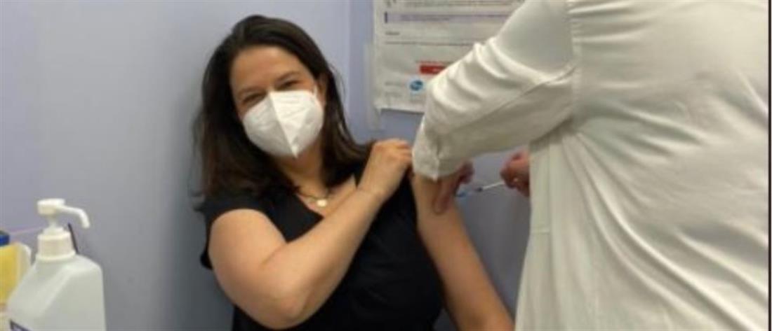 Κορονοϊός: Εμβολιάστηκε η Νίκη Κεραμέως