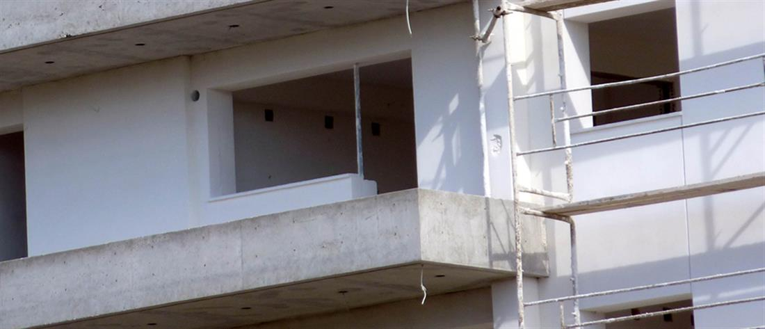 Οικοδόμος έπεσε από σκάλα και σκοτώθηκε