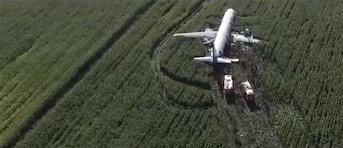 Τρόμος στον αέρα: τραυματίες από αναγκαστική προσγείωση σε χωράφι (βίντεο)