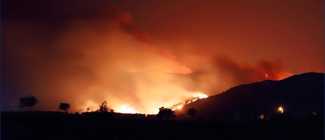 Φωτιές στην Τουρκία: Εκκενώνουν περιοχές με βάρκες (εικόνες)