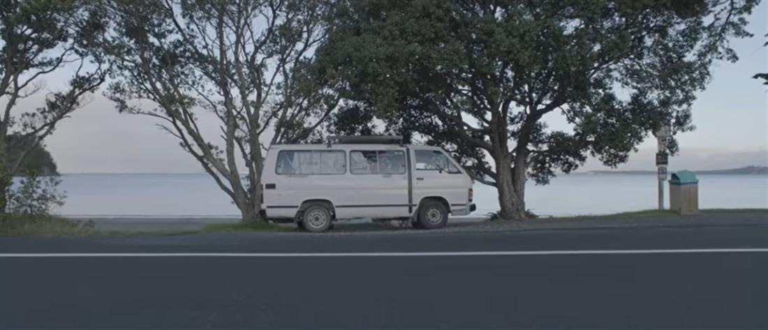 Find Your Way Back Home: Tραγούδι για τους άστεγους (βίντεο)
