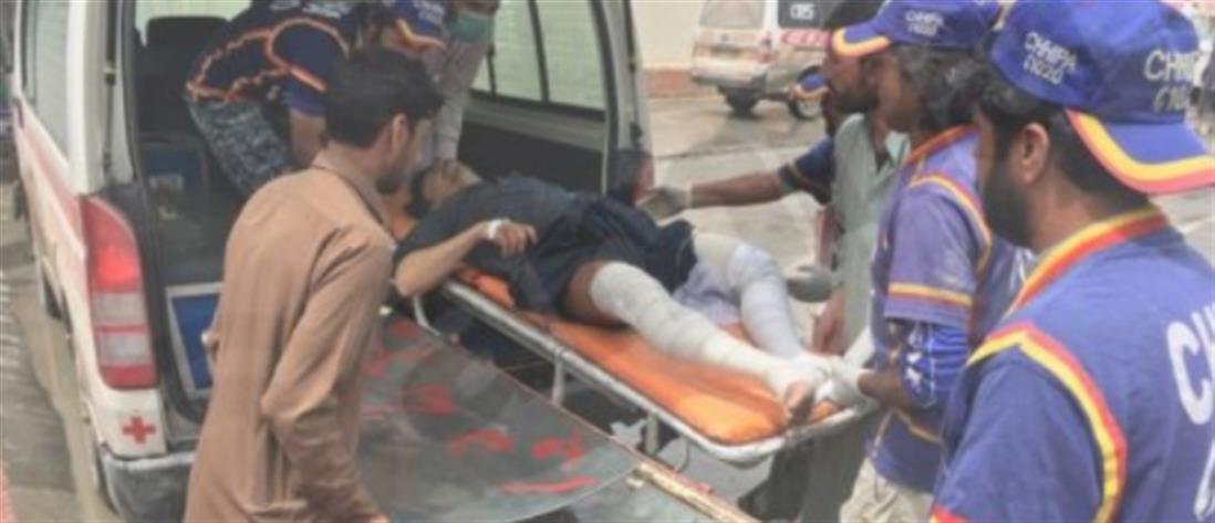 Δεκάδες νεκροί μετά από σύγκρουση τρένου με λεωφορείο