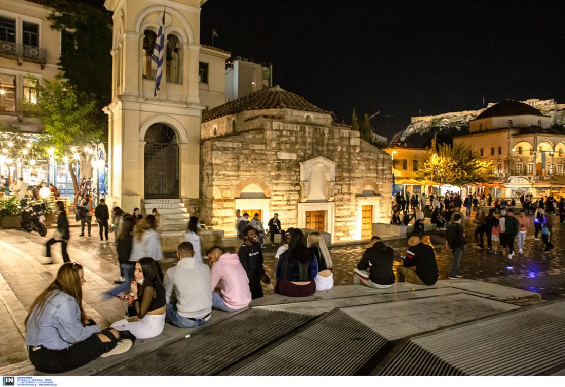 κορονοϊός - Αθήνα - μοναστηράκι - κόσμος - γεμάτες πλατείες