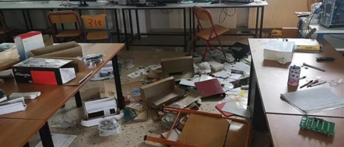 Βάνδαλοι έσκισαν την ελληνική σημαία και έκαψαν βιβλία σε σχολείο