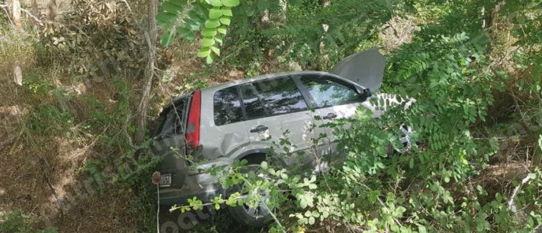 Αυτοκίνητο έπεσε σε γκρεμό – Απεγκλωβίστηκε ζωντανή η οδηγός (εικόνες)
