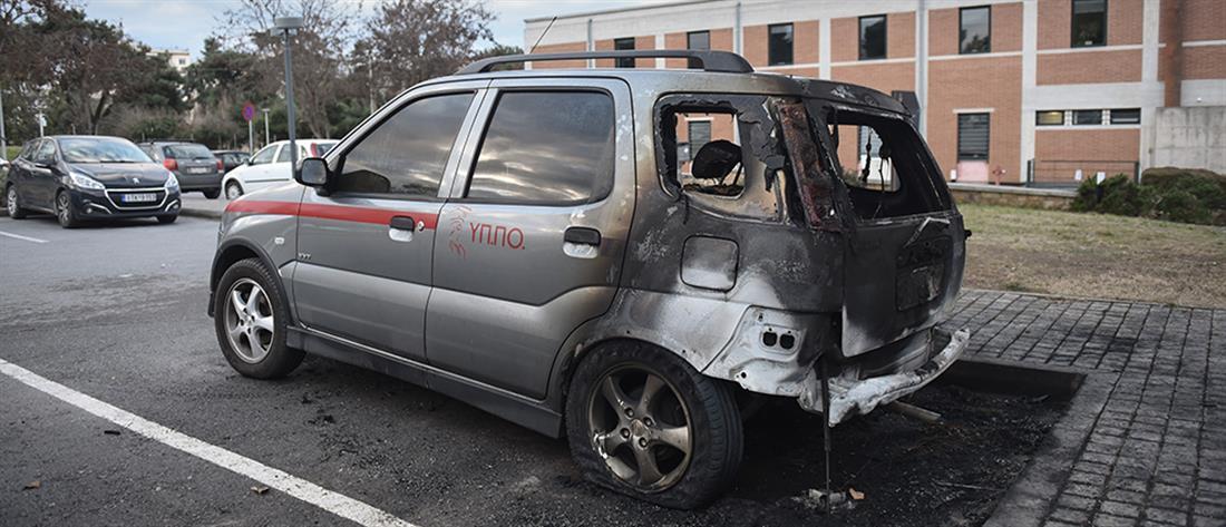 """Πυρπόλησαν οχήματα του υπουργείου """"μέσα"""" σε μουσείο (εικόνες)"""