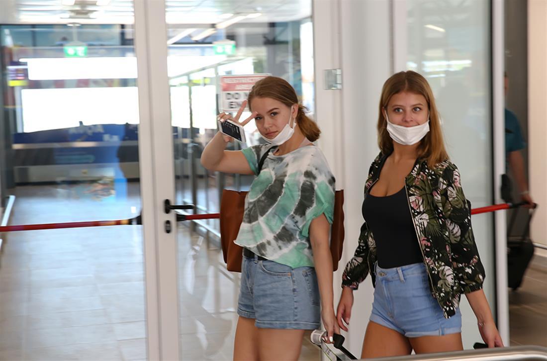 Κέρκυρα - αεροδρόμιο - τουρίστες