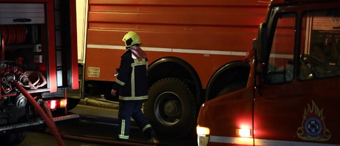 Διαρροή επικίνδυνου υλικού από φορτηγό στην εθνική οδό