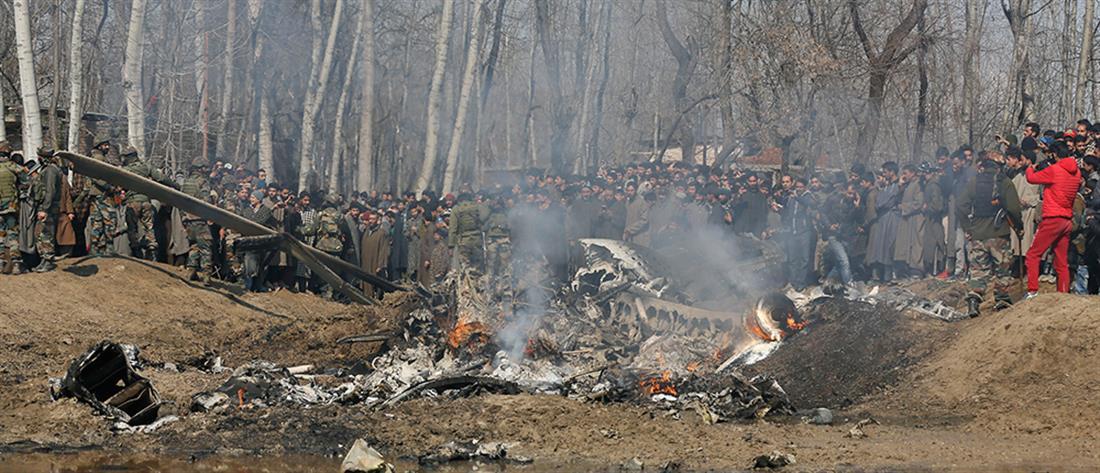 Πολεμικό σκηνικό στο Κασμίρ: Η στιγμή κατάρριψης ινδικού αεροσκάφους (βίντεο)