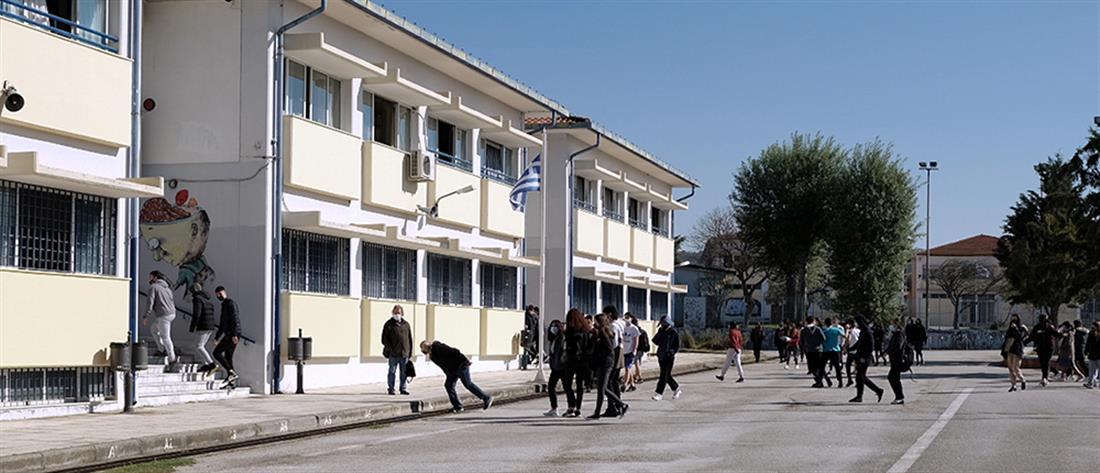 Θεσσαλονίκη: μαθητής αρνήθηκε να κάνει self test - συνελήφθη ο πατέρας του