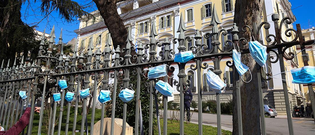 """Κορονοϊός: σε απεργία οι γιατροί για το """"έμφραγμα"""" στα νοσοκομεία"""