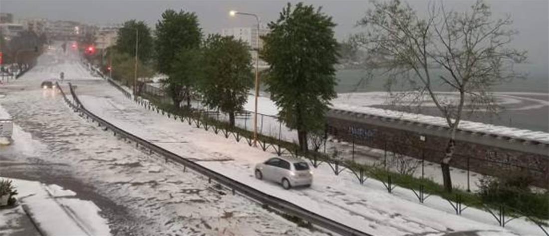 Καβάλα: στα λευκά οι δρόμοι από πυκνό χαλάζι (εικόνες)