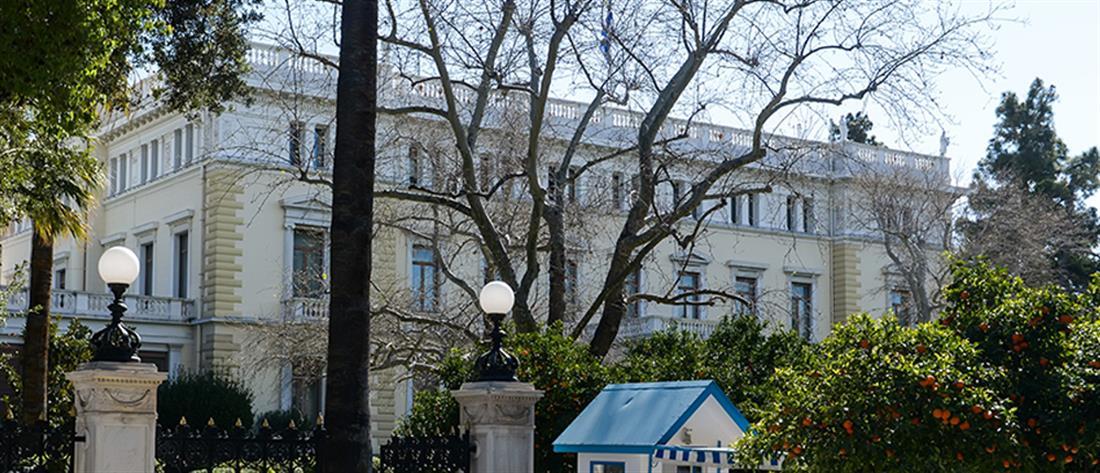Αποκατάσταση της Δημοκρατίας: με αυστηρά μέτρα η δεξίωση στο Προεδρικό Μέγαρο