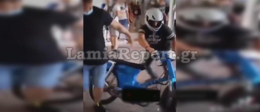 Λαμία: μαθητής μπούκαρε με το μηχανάκι του μέσα στο σχολείο (εικόνες)