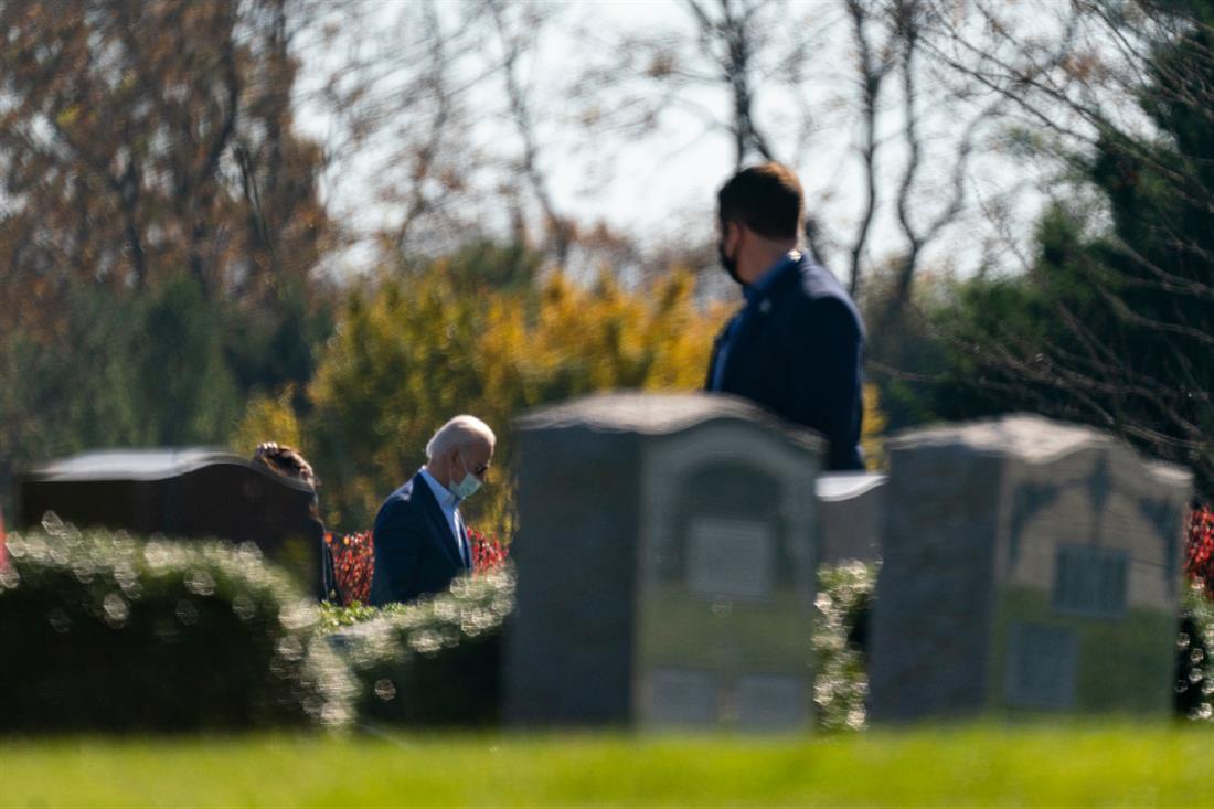 AP - Τζο Μπάιντεν - εκκλησία - νεκροταφείο