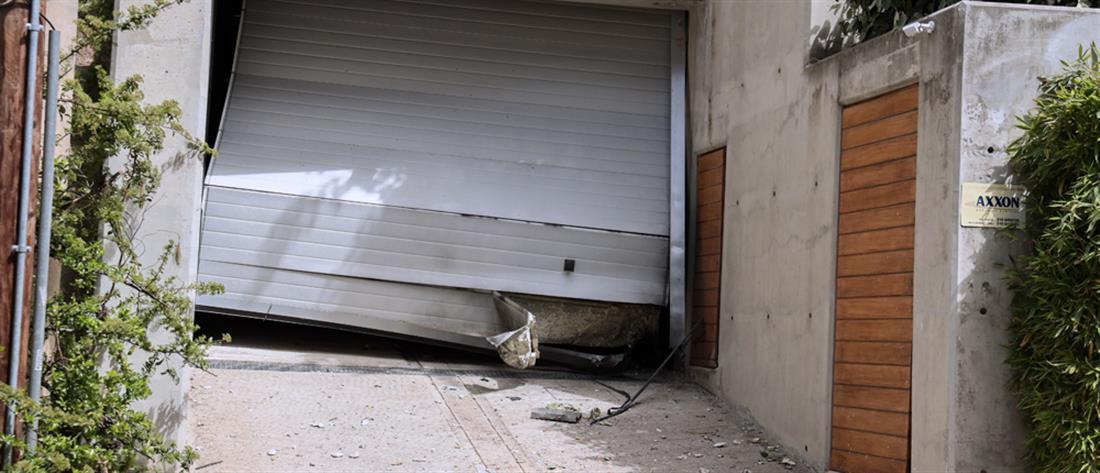 Μένιος Φουρθιώτης: έκρηξη έξω από το σπίτι του στον Διόνυσο