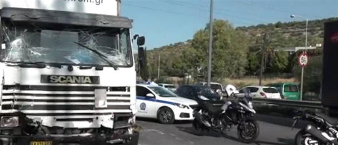 Αιματηρό τροχαίο με τρία φορτηγά στην Αθηνών-Κορίνθου