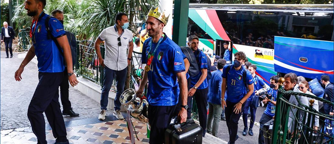 Euro 2020 – Ιταλία: Αποθέωση για τους παίκτες από χιλιάδες φιλάθλους (εικόνες)